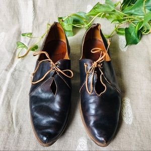 Cydwoq Leather Lace Up Oxford Point Toe Booties
